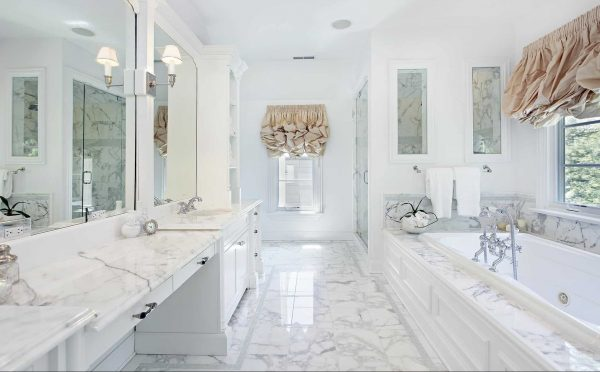 Beautiful Marble Threshold Design in Bathroom